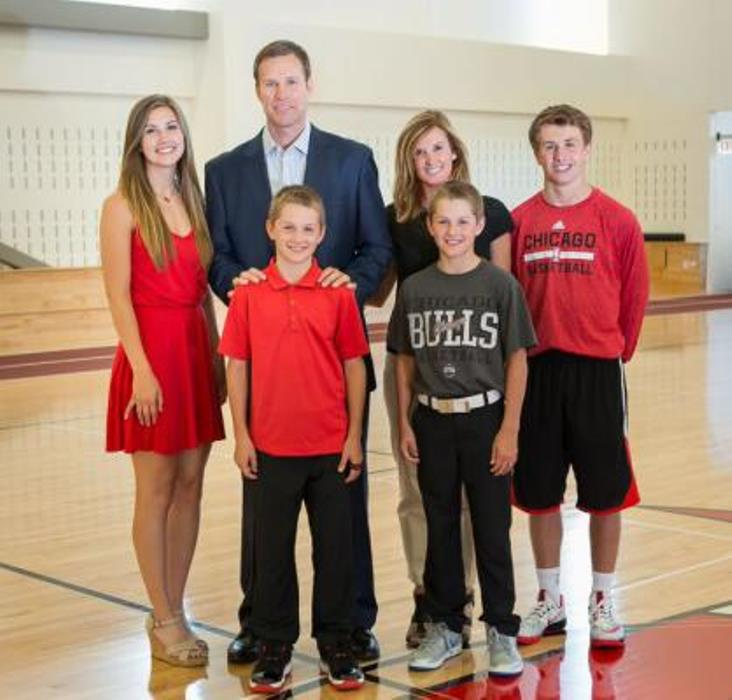 Fred Hoiberg Wife, Daughter, Age, Height, Weight, NBA Career