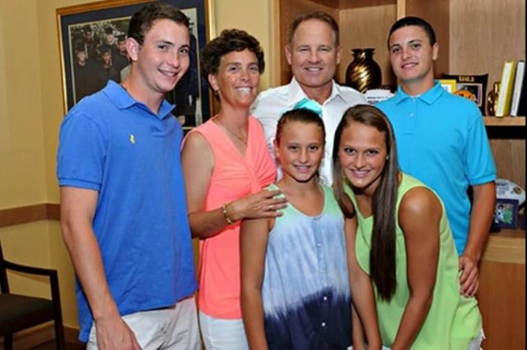Who is Les Miles? His Son, Daughter, Wife, Net Worth, Where is He Now?